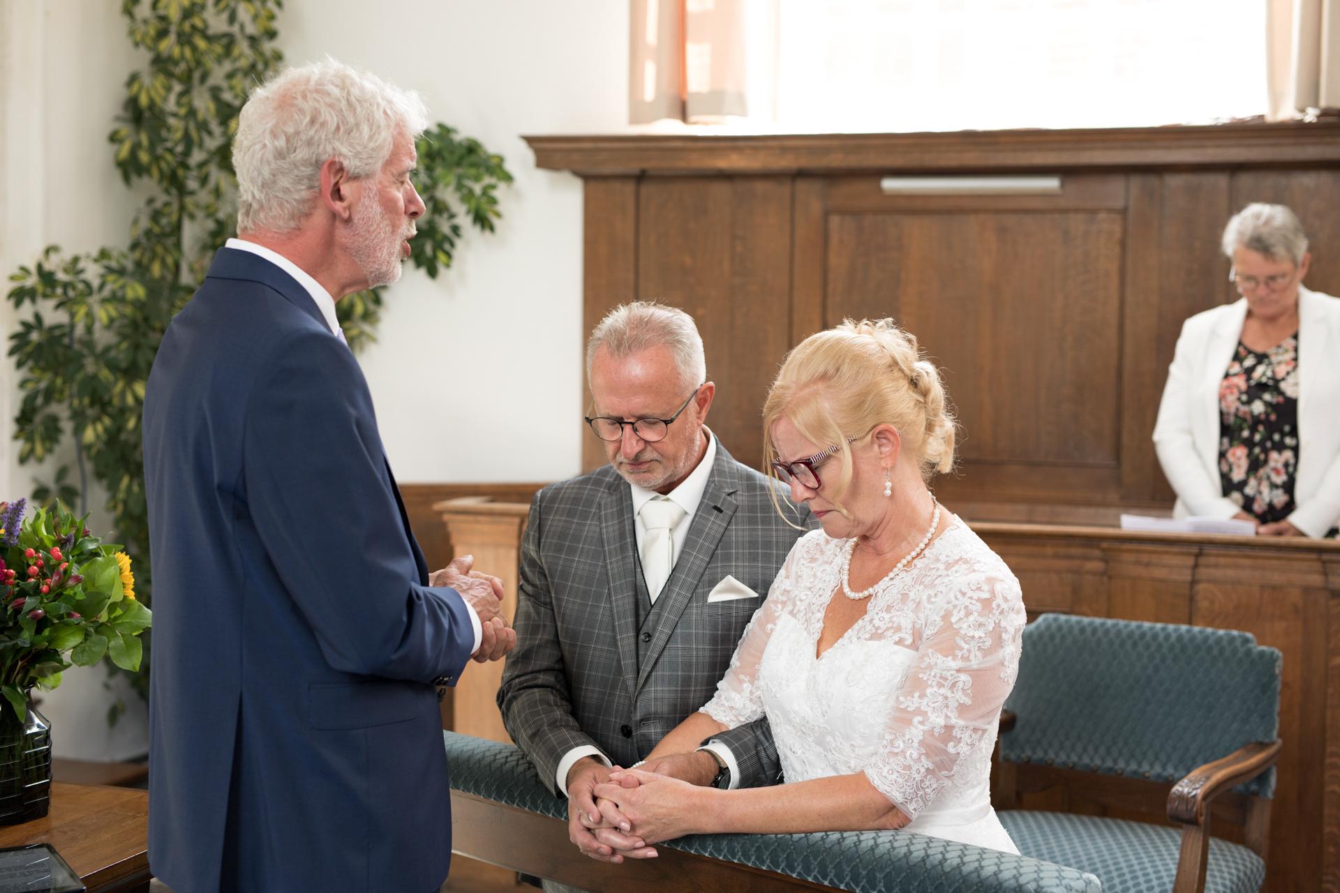 Bruidspaar krijgt de zegen mee