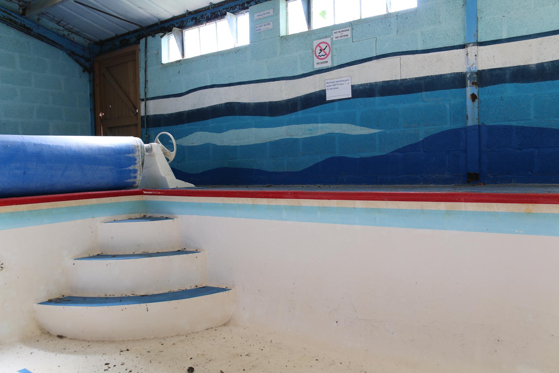 Urbex fotografie in een verlaten zwembad